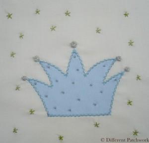 Borduurwerk blauwe kroon gewaarmerkt