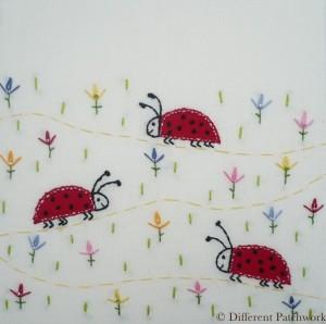Borduurwerk lieveheersbeestjes gewaarmerkt