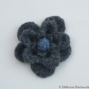 Vilt grote bloem donker grijs gewaarmerkt