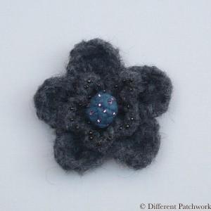 Vilt middel bloem donker grijs gewaarmerkt