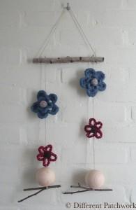 Vilt mobiel 4 bloemen gewaarmerkt