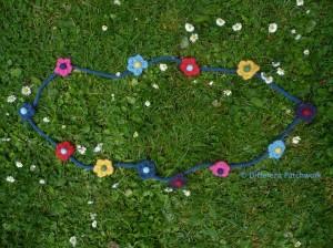Vilt z2014 ketting 12 bloemen gewaarmerkt